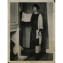 1922 Press Photo Afternoon tea gown in black & ivory with embroidery