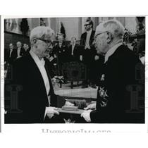 1969 Press Photo Max Delbruck Receives Nobel Prize From King Gustaf Adolf