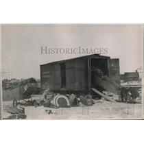 1926 Press Photo The unloading of a plane wreckage in Hudson