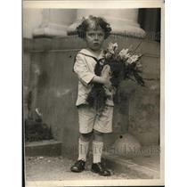 1923 Press Photo Ambrose J.H. Higgins, Jr., visiting Washington D.C.