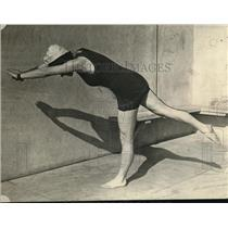 1923 Press Photo Lyla Sheffield Demonstrates Position for Balancing in Water