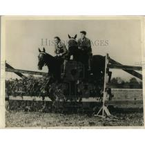 1918 Press Photo White Sulphur Springs W Va Betty & Ed in horse show Stettinius