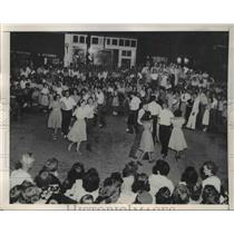 1948 Press Photo People Dancing in the streets of Hendersonville Mountain Resort