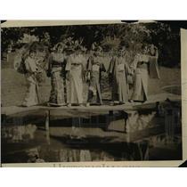 "1916 Press Photo Mrs H Cleland De Neale Baltimore Socialites At A ""Japanese Tea"""