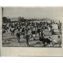 1929 Press Photo Miami Florida crowds of beach goers at exercise class