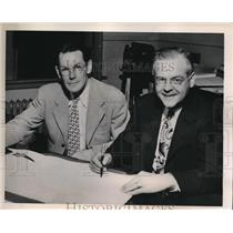 1949 Press Photo R.B. Adams and J.R. Baldwin signing a new agreement