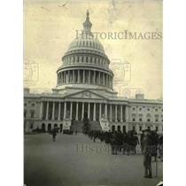 1921 Press Photo People standing in line to go to the Capitol building