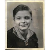 1931 Press Photo Donals Hughes age 11 Rollo on the radio