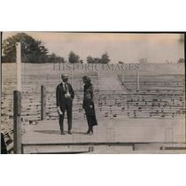 1920 Press Photo Lola Wallin of Rockford, Ill takes in Harbor ring