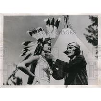 1936 Press Photo Chief Lomochaftewa of Hopin Indians place tribal Bownet