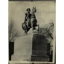 1923 Press Photo The famous statue in Washington Circle will be repaired in NY
