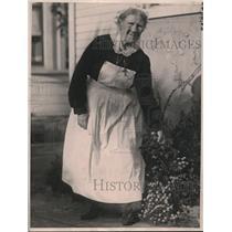 1922 Press Photo Ellen Calden, cook of Mrs. Teresa Bell seeking share on will