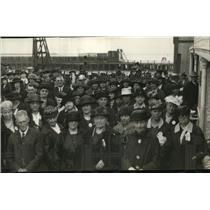 1923 Press Photo Group of People Pose For Vintage Crowd Portrait