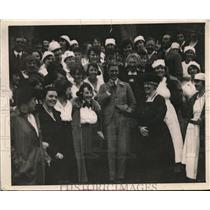1919 Press Photo Prince wearing his famous smile with a group of students