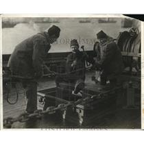 1917 Press Photo US Navy mine sweepers, reforming cable
