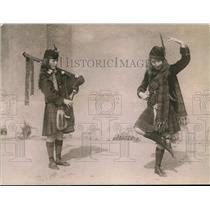 1920 Press Photo Christine Campbell & Catherine McLeod doing Scotch dance