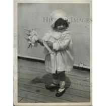 1922 Press Photo Gloria Caruso with her bon voyage bouquet aboard SS Paris
