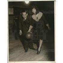 1930 Press Photo Joe Falcaro and Dorothy Dales bowling