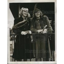 1939 Press Photo Miss Edith Williams and Miss Vera Richards posing at the rail