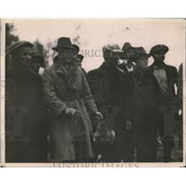 1919 Press Photo Prince of Wales as a Sportsman with group of Guides