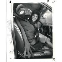 1983 Press Photo Babs Hajdusiewicz Fastens Seat Belt of ET