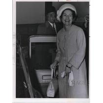 1964 Press Photo Mrs Lyndon B. Johnson and Airport Commissioner Donald Patrick