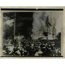 1927 Press Photo Rioters burn Palace in Vienna Austria