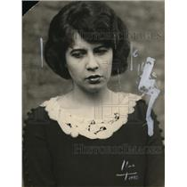 1922 Press Photo A woman diplays sulleness on her face