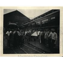 1923 Press Photo Red Cross Major M.J. Shields Meets B&O Railroad Workers