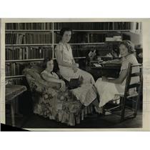 "1932 Press Photo Vassar Students Publish New Summer Magazine ""Housatonic"""