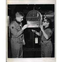 1968 Press Photo Lakewood Scouts, Douglas Knotts and David Jeck with the cage