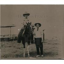 1921 Press Photo Burger Red and son, Tommy
