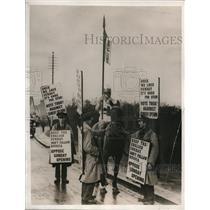 1932 Press Photo Knight leads English movie crusade