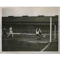 1931 Press Photo Oxford VS Cambridge Association Match at Stanford Bridge