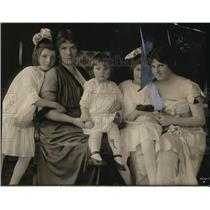 1915 Press Photo (L-R) Catherine, Mme. Homer, Hester, Ann & Louise