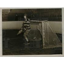 1929 Press Photo A Lacrosse goalie on the field