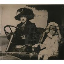 1921 Press Photo Mrs Willis Suvain and Virginia South, daughter from ex-husband