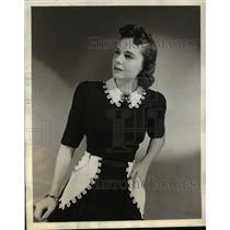 1940 Press Photo Dress With White Pique Saddle Pockets Strung on Grosgrain Belt