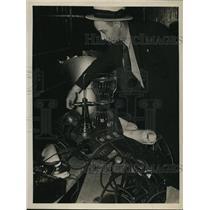 1988 Press Photo Man at Gambling Machine