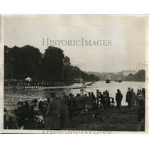 1927 Press Photo crowd view of the Richmond and Twickenham Regatta on Thames
