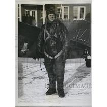 1934 Press Photo Lieut. Edward Allee at Neward, New Jersey, Airport - ned76902