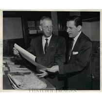 Press Photo Walt Henrich radio operator