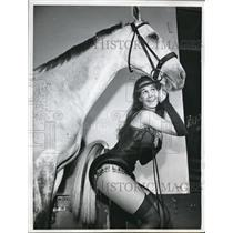 1960 Press Photo Actress Arnette Jens at the National Horse Show in New York