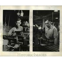 1942 Press Photo George Tucker doing the identical armament job he did in WW1