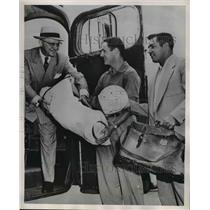 1952 Press Photo George Halas helping Bob Williams and Bill Miller
