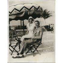 1932 Press Photo HN Sanson and Wife Visit Roney Plaza Cabana Sun Club