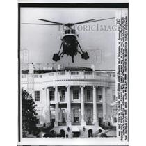 1961 Press Photo The helicopter takes off from the White House lawn - ned66646