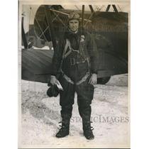 1934 Press Photo Lieut. H. Aigeltinger at Newark, New Jersey, Airport