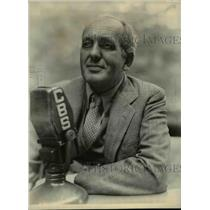1938 Press Photo Gabriel Heatter, on his final day of vacation before
