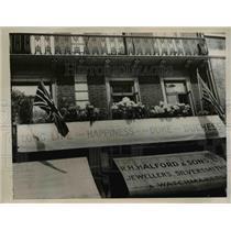 1937 Press Photo American in London honors Duke and Duchess of Windsor